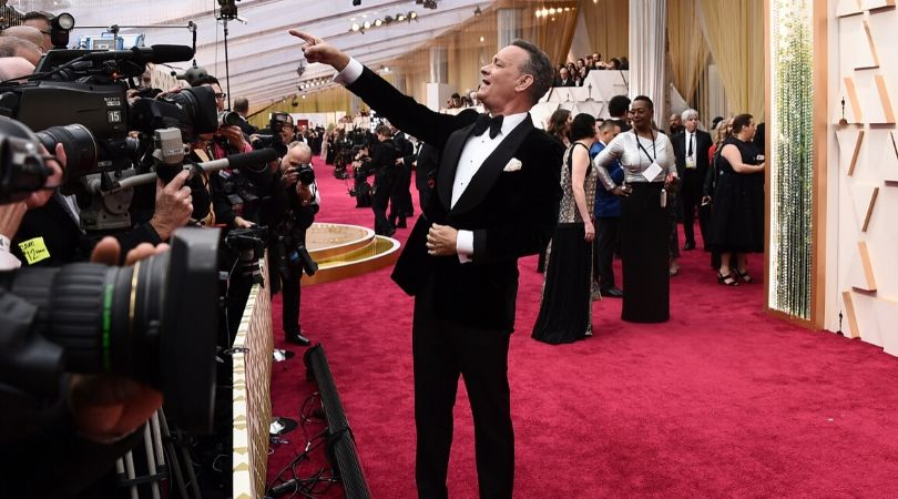 Tom Hanks Casually Challenges U.S. Army Sergeant to a Push-Up Contest at the Oscars