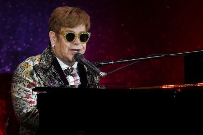 Elton John to Host Benefit 'iHeart Living Room Concert for America'