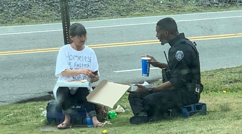 Heartwarming Photo Shows Police Officer Sharing a Pizza With Homeless Woman