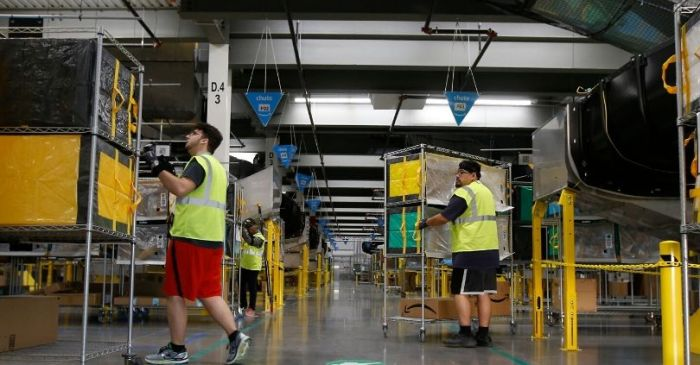 Amazon to Hire 100,000 Delivery and Warehouse Workers Amid Coronavirus Shutdowns