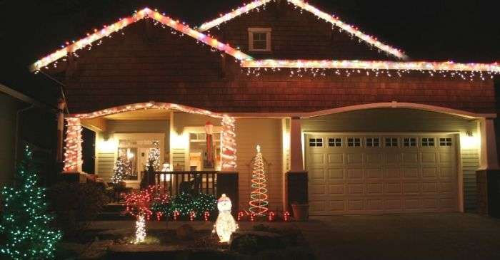 People are Putting Christmas Lights Back Up to Cheer Neighbors During Coronavirus