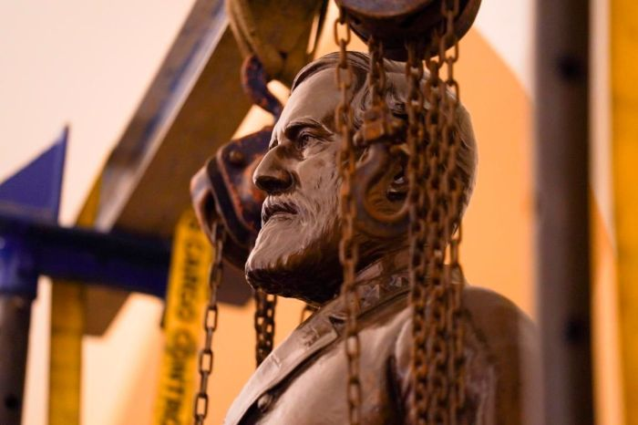 Robert E. Lee Statue Removed From U.S. Capitol