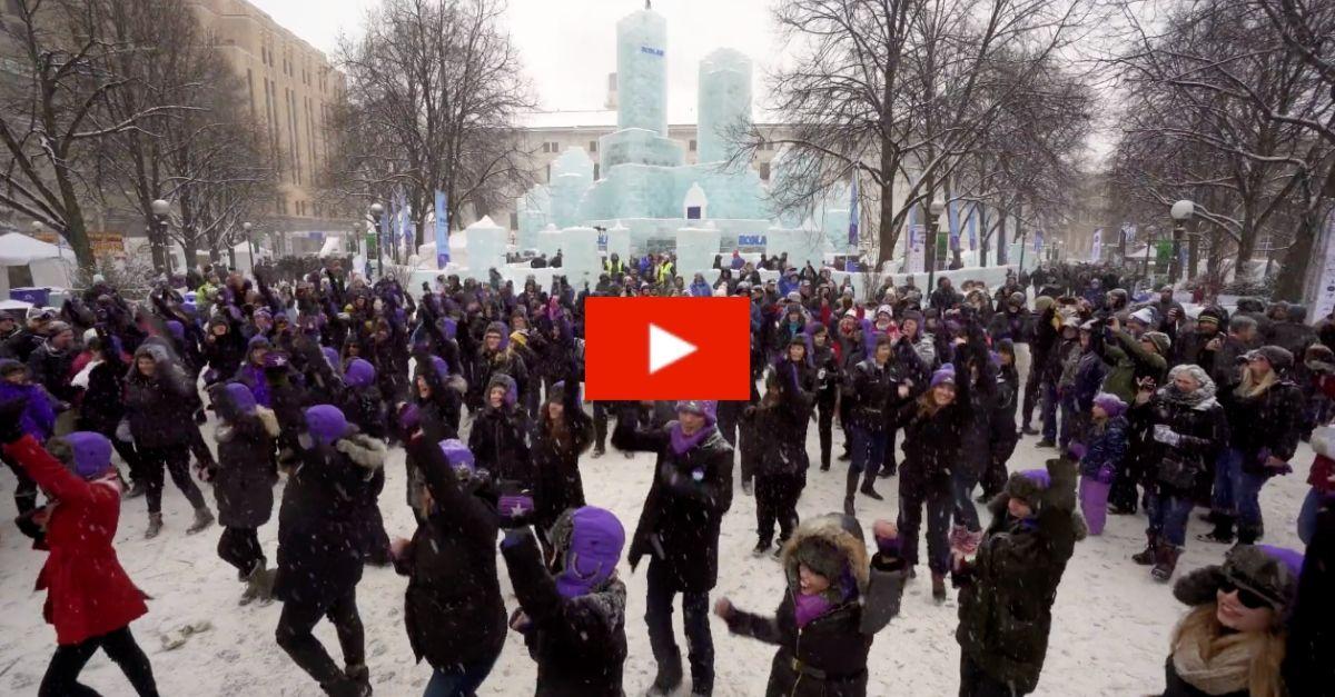 Minneapolis Pays Tribute to Prince with Massive Flashmob