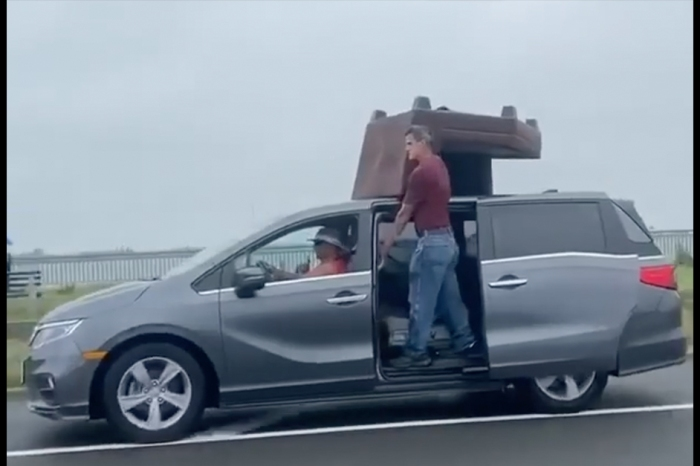 Family Filmed Transporting Couch on Highway in the Most Dangerous Way Possible