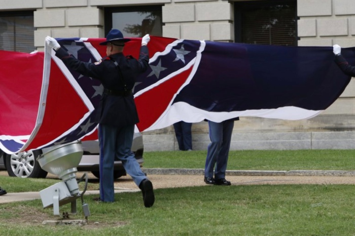 Mississippi Officially Retires State Flag with Confederate Battle Emblem, Will Design New Flag