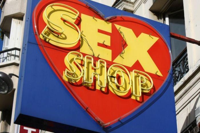 Man Steals 3-Foot-Tall, 40-Pound Dildo From Las Vegas Sex Shop