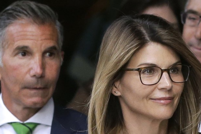 'Full House' Star Lori Loughlin Gets 2 Months in Prison for College Admissions Scam