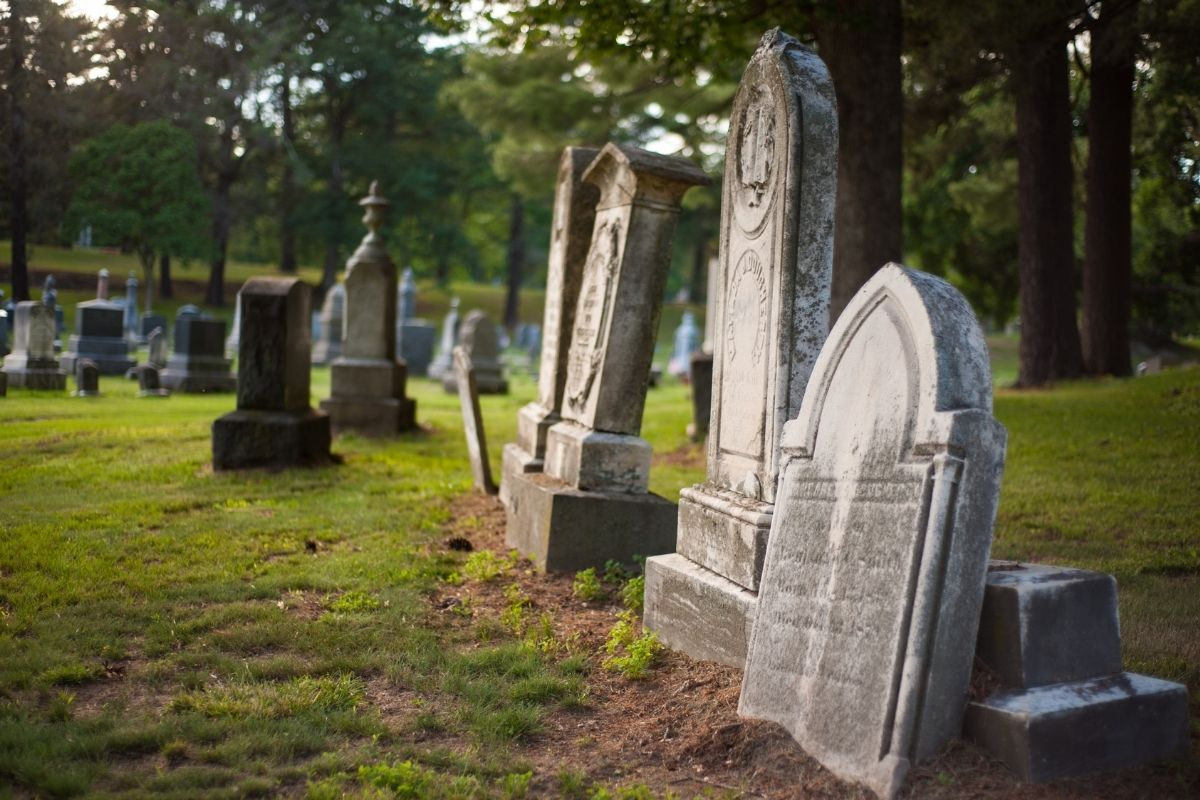 Americans in the 19th Century Used to Have Picnics in Cemeteries