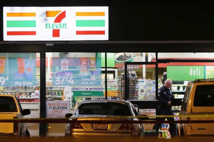 7-Eleven Clerk Stabs Shoplifter to Death with a Boxcutter