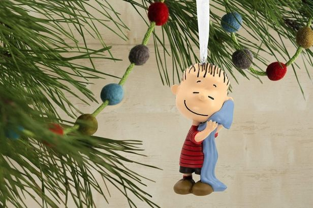 This Linus Van Pelt Ornament Brings All the Holiday Warmth to Christmas Trees