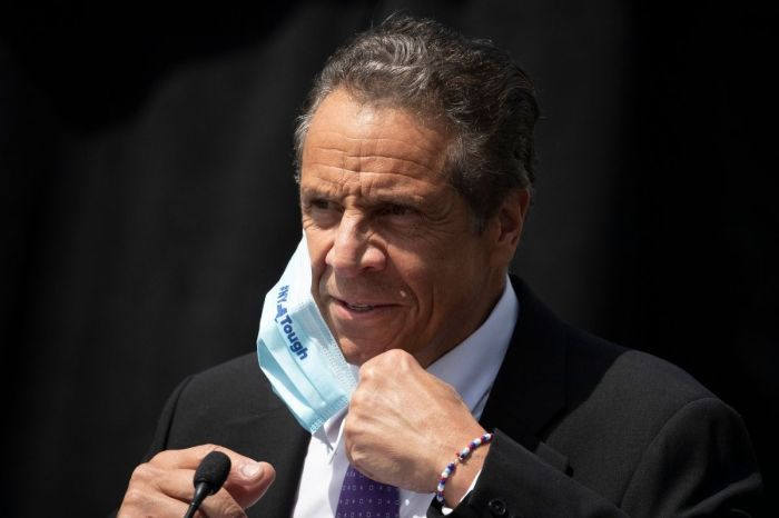 Gov. Andrew Cuomo to Receive $25K Pay Raise Despite New York's $60B Budget Deficit