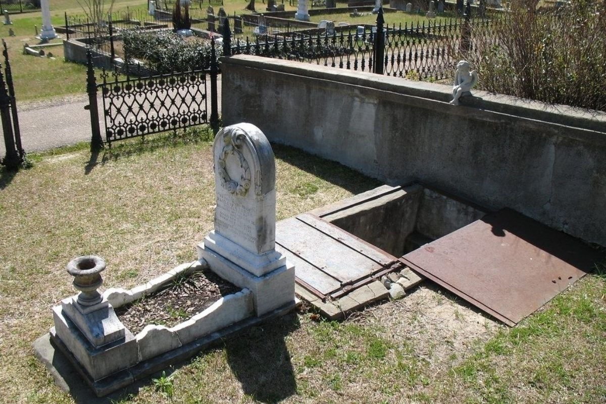 The Grave of Florence Irene Ford and The Mysterious Staircase Leading To Her Coffin