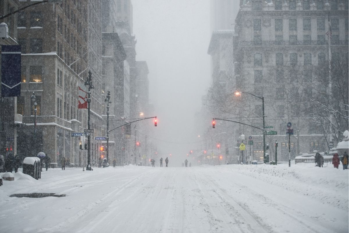 Over 100,000 Wake Up Without Power on Christmas as Storm Hits East Coast