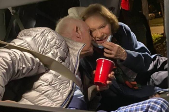 Former Pres. Jimmy Carter Shares Sweet New Year's Kiss With Wife Rosalynn
