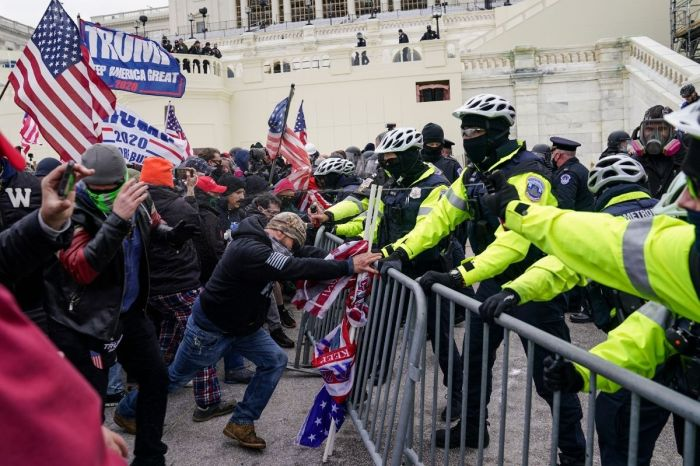 US Capitol on Lockdown as Trump Supporters Clash With Police