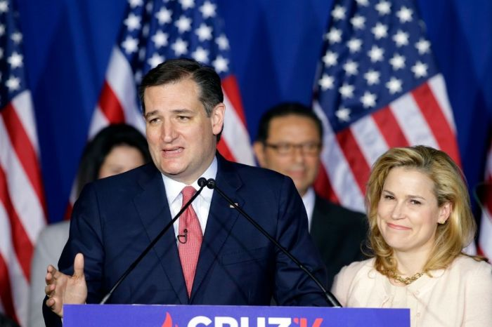 "Ted Cruz's Wife ""Pissed"" Over Leaked Cancun Text Messages and Bikini Pictures"
