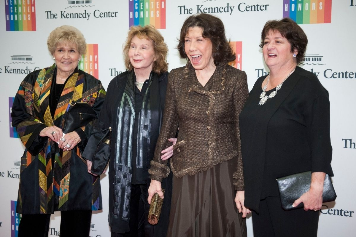 """Lily Tomlin Recalls Falling in Love with Wife Jane Wagner """"Within 2 Minutes"""""""