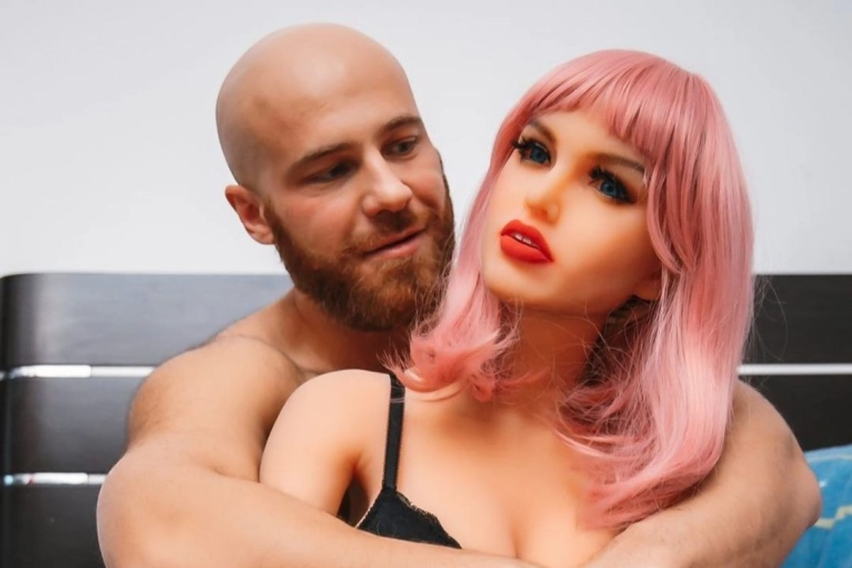 Bodybuilder Who Married Sex Doll Is Now Considering Dating a Human